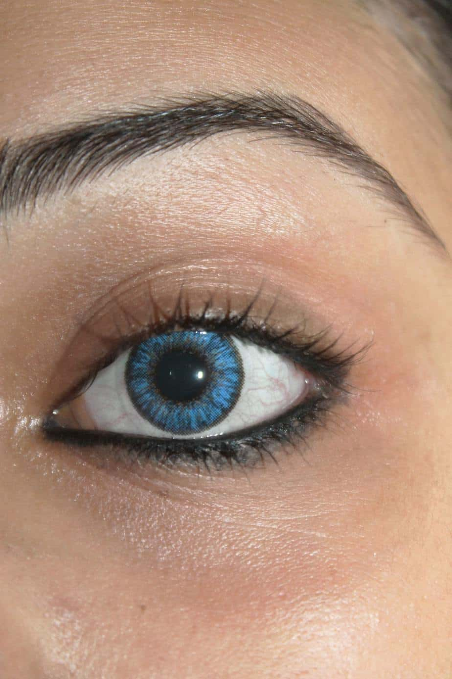colored contact lens